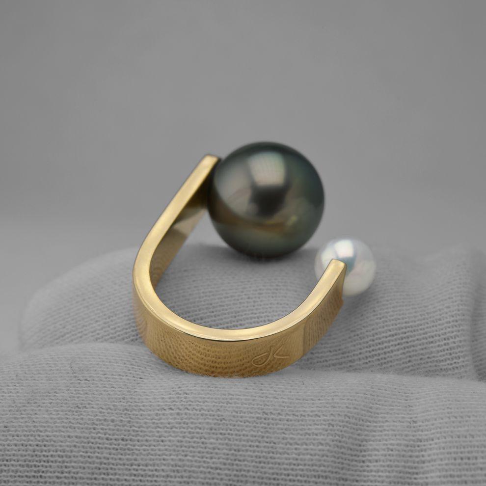 danielakomatovic-Maria-Theresia-pearl-ring-daniela-komatovic-1610992933.jpg