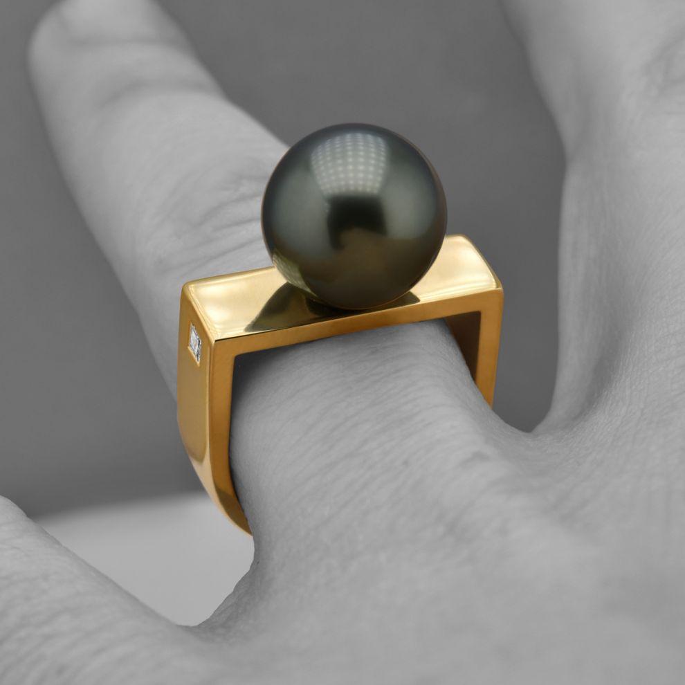 danielakomatovic-yellow-gold-ring-tahitian-pearl-by-daniela-komatovic-1570028355.jpg